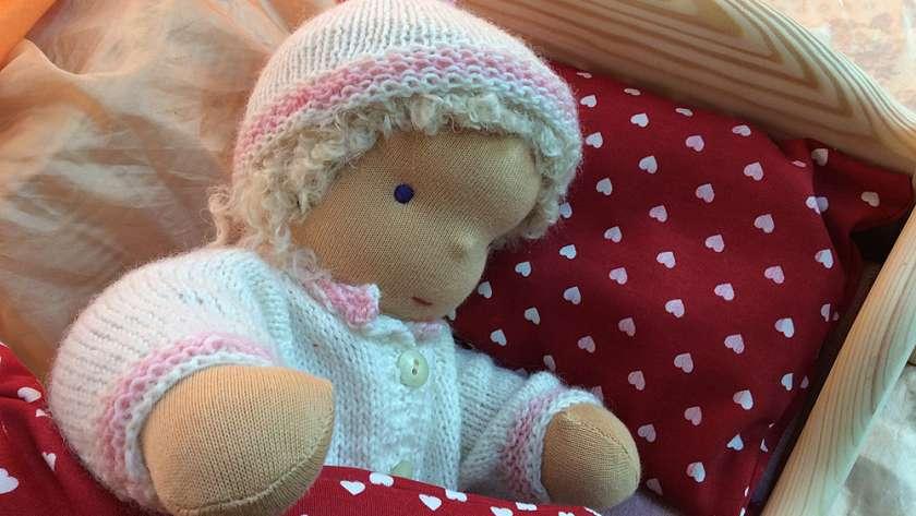 Ein Puppenbettchen